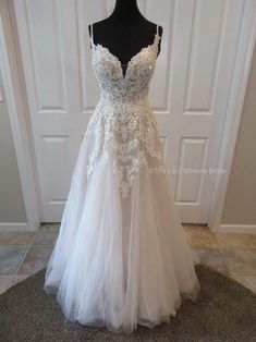 Most recent Photos Bridal Robe sunflower Style Wedding gowns aren't only the sensible process in order to safeguard clothes, make-up in addition Bridal Robes, Bridal Dresses, Bridesmaid Dresses, Prom Dresses, Reception Dresses, Dream Wedding Dresses, Wedding Gowns, Pretty Dresses, Beautiful Dresses