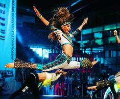 На данном изображении может находиться: один или несколько человек, люди танцуют и люди на сцене Disco Costume, Dance, Costumes, Concert, Instagram, Dancing, Dress Up Clothes, Fancy Dress, Concerts