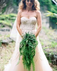 Talk about a green bouquet! Stunning collection of ferns makes for quite the statement piece. #ferns #bridalbouquet