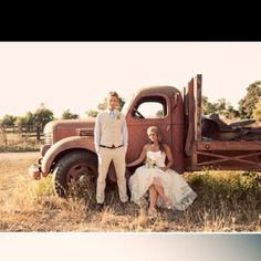 33 Ideas for vintage truck wedding photos picture ideas Country Wedding Hairstyles, Country Wedding Dresses, Country Weddings, Rustic Weddings, Western Weddings, Southern Weddings, Vintage Weddings, Wedding Vintage, Prom Pictures