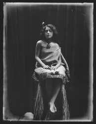 1901-1909 Maori girl with poi