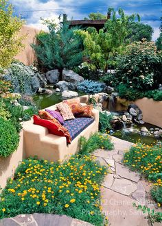 Susan Blevins of Taos, New Mexico, created an elaborate home garden featuring containers, perennial beds, a Japanese themed path and a regional style that reflects the Spanish and pueblo architecture of the area. Exotic pillows add to a colorful sunken ni New Mexico Style, New Mexico Homes, Spanish Style Homes, Spanish House, Design Jardin, Garden Design, L'architecture Espagnole, Pueblo House, Spanish Garden