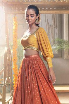 Party Wear Indian Dresses, Designer Party Wear Dresses, Indian Fashion Dresses, Indian Designer Outfits, Stylish Blouse Design, Fancy Blouse Designs, Stylish Dress Designs, Stylish Dresses, Choli Designs
