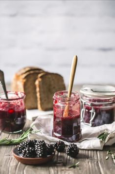 Blackberry and apple jam cook without sugar - Trendswoman Blackberry And Apple Jam, Breakfast Cookie Recipe, Apple Breakfast, Cookie Recipes, Cooking Jam, Rustic Food Photography, Strawberry Compote, Biscuits, Brunch