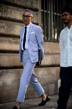 Paris Men's Fashion Week the strongest street style Older Mens Fashion, Mens Fashion Blog, Men's Fashion, Fashion Styles, Seersucker Jacket, Smart Casual Menswear, Fashion Hashtags, Street Style, Sperrys Men