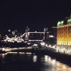 Walking night in #London  #londonbridge #towerbridge #towerhill #uk #cityscape #citynights #citylights #nightphotography #beautifuldestinations #travel #travelphotography #londra #thames #instaviaggi #instatravel #capitals #europe by taby_b