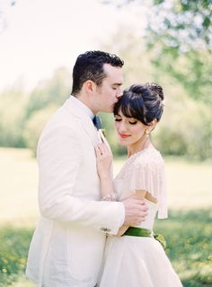love this couple's vintage style! | Gracie Blue #wedding