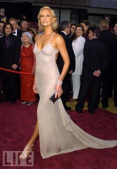 Charlize Theron in Gucci (Oscars 2004)