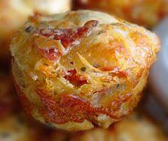 Μια απλή συνταγή με όλη τη γεύση της πίτσας που ξετρελαίνει μικρούς και μεγάλους! Δοκιμάστε τα πίτσα μάφφινς!... Cookbook Recipes, Snack Recipes, Cooking Recipes, Snacks, The Kitchen Food Network, Toddler Meals, Sweet And Salty, Greek Recipes, Freezer Meals