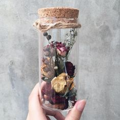 Flower DIY Ideas: Kickass Ways to Use Dry Flowers published in TopTeny magazi. - Flower DIY Ideas: Kickass Ways to Use Dry Flowers published in TopTeny magazine Lifestyle – So - Flowers In Jars, Diy Flowers, Fresh Flowers, Flower Decorations, How To Dry Flowers, Drying Flowers, Flower Ideas, Potted Flowers, Flowering Plants