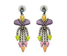 Tom Binns Design est une marque de bijoux fondée en 2004 par Tom Binns et Cristina Viera Newton. Leur particularité est l'opulence tant dans les formes et les couleurs que dans la taille de leur bijoux qui leur valent d'être reconnus entre mille.