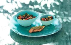 South of France for the home! Medium sized, bright turquoise bowl for serving garnish salads, desserts, tapas and more. The high quality crackle glaze makes every element of the series À la Plage unique.