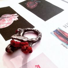 Yiota Vogli - Arteries & Veins, ring, silver, cotton, burned cord