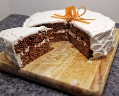 A Gluten Free, Dairy Free Paleo Carrot Cake that is sweetened only by dates. A generous helping of Dairy Free Lemon Cream Icing makes this Carrot Cake a delicious, healthy treat to share Dessert Sans Gluten, Gluten Free Sweets, Gluten Free Cakes, Paleo Dessert, Healthy Sweets, Frosting Recipes, Cake Recipes, Dessert Recipes, Icing Recipe