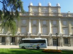 Alquiler minibus Madrid | minibus-Madrid-Palacio-de-Liria Madrid, Spain, Mansions, House Styles, Home Decor, Palaces, Events, Viajes, Decoration Home
