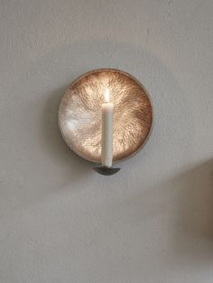 Sconce in hammered tin which gives a magical light! Choose from two sizes. Malin Appelgrens design is aesthetic simplicity, craftsmanship and raw materials. Brass is hard and recalcitrant. Tenn sensitive and pliable. Both materials becomes more beautiful with age - a timeless design!