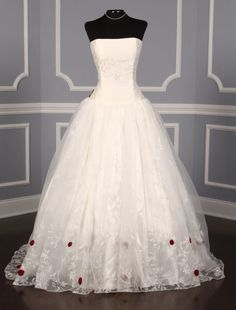 Calling all trend-setting brides searching for a unique, avant-garde bridal gown! We have gorgeous new arrivals from St. Pucchi that will fulfill all your hopes and dreams.