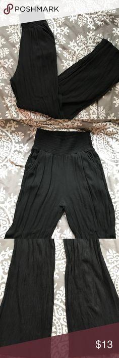 AMERICAN EAGLE pants AMERICAN EAGLE flowy black pants. Elastic waist, pockets. Machine washable! American Eagle Outfitters Pants Wide Leg