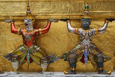 Two sculptures holding a stupa at the Grand Palace, in Bangkok (Thailand). (by echiner1)