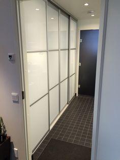 Grovkök skjutdörrar / Kodinhoitohuone liukuovet / Utility room sliding doors