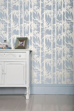 I love these Farrow & Ball bamboo patterned wallpapers. Adapted from an iconic Century Japanese print recreated by Farrow & Ball as a two-colour block-printed collection. Bamboo Wallpaper, Fabric Wallpaper, Pattern Wallpaper, Bedroom Wallpaper, Farrow Ball, Art Above Bed, Inspirational Wallpapers, Trendy Bedroom, Wall Decor