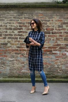 To my Stitch Fix stylist: I'd love a midi or maxi shirt dress (with sleeves) that I could wear either on its own or as a tunic over jeans. Como usar vestido camisa com calça Look Fashion, Indian Fashion, Fashion Outfits, Skinny Fashion, Fashion Moda, Fashion Women, How To Wear Leggings, Dresses With Leggings, Kurta Designs
