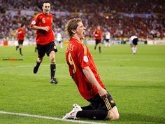 Fernando Torres (España) celebrando un gol (a Alemania) en la final de la Eurocopa 2008