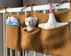 This linen crib pocket will help to organize toys, diapers and other baby things, having everything at hand. It will complement any nursery giving the interior rural charm. Made of stonewashed linen. Baby Sewing Projects, Sewing For Kids, Diy For Kids, Baby Bedroom Furniture, Diy Cadeau Noel, Baby Gift Hampers, Baby Frame, Diy Baby Gifts, Baby Couture