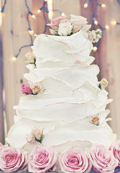 Tartas de boda - Wedding Cake - White Ruffled Wedding Cake with Pink Roses Beautiful Wedding Cakes, Gorgeous Cakes, Pretty Cakes, Perfect Wedding, Dream Wedding, Wedding Day, Whimsical Wedding, Rustic Wedding, Cake Wedding