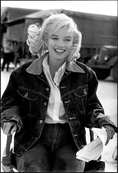 Marilyn Monroe by Eve Arnold -The Misfits  - Marilyn & the movie, The Misfits...Love it!