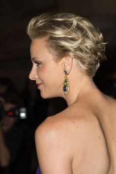 Princess Charlene of Monaco's hairstyle is very sophisticated and sets her apart from the cousin its all imitating Kate Middleclass. Princess Charlene reminds of a modern Princess Diana.