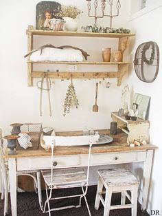 wooden table, white walls, rustic vibes, yes. Shabby Chic Hallway, Shabby Chic Living Room, Shabby Chic Interiors, Shabby Chic Homes, Shabby Chic Furniture, Shabby Chic Decor, Shabby Chic Home Accessories, Garden Shed Interiors, French Style Homes