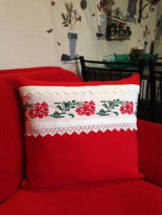 Sewing Pillows, Diy Pillows, Decorative Pillows, Throw Pillows, Diy Pillow Covers, Cushion Covers, Designer Bed Sheets, Cushion Embroidery, Pillow Crafts