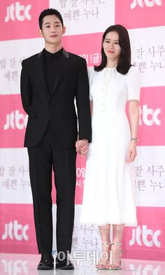 Son Ye Jin and Jung Hae In are Picture Perfect OTP at Press Conference for Pretty Noona Who Buys Me Food - A Koala's Playground Korean Drama Stars, Korean Star, Korean Actresses, Korean Actors, She Was Pretty Kdrama, Korean Celebrities, Celebs, Korean Tv Shows, Black And White Couples
