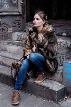 Fake fur coat, cozy look, cozy style, 7 for all mankind jeans, inuit boots, lace up, tied, Louis Vuitton Noe Bag, winter - Hamburg, Streetstyle, Outfit, Blogger