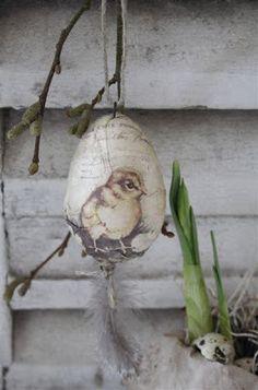 The North End Loft: Decoupage Eggxtravaganza ?The North End Loft: Decoupage Eggxtravaganza Hoppy Easter, Easter Bunny, Easter Eggs, Easter Chick, Diy Ostern, Easter Parade, Egg Art, Egg Decorating, Vintage Easter
