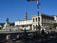 Cahors -  Place F Mitterand et statue de Gambetta
