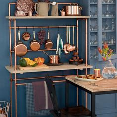 Bricoler une desserte de cuisine en bois et en cuivre