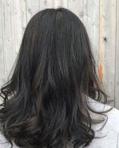 6トーンの髪色です Dark Brunette Hair, Brown Blonde Hair, Blue Hair, 90s Grunge Hair, Short Grunge Hair, Medium Hair Cuts, Medium Hair Styles, Curly Hair Styles, Dark Hair With Highlights