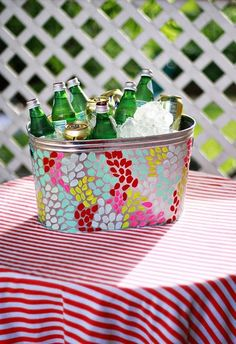 If you have an affinity for easy DIY projects that you can show off at your next tailgate, barbecue, or backyard party, then the Fingerpaint Polka Dot Party Bucket is for you. Summer Crafts, Fun Crafts, Crafts For Kids, Summer Fun, Adult Crafts, Easy Diy Projects, Craft Projects, Craft Ideas, Auction Projects