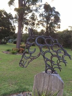 Beautiful horse head made from new horse shoes can be let go to a natural rust colour or powder coated in any colour for a quoted price. 80cm high 90cm depth 25cm wide Horse head pictured is for mounting on a post or fence but can be made to mount to your requirements Can arrange a quote for shipping Made to order Contact seller for approximate availability | eBay!