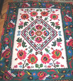 Northern Romania traditional rugs Floor Wallpaper, Folk Embroidery, Traditional Rugs, Pretty Patterns, Textiles, Rugs On Carpet, Folk Art, Bohemian Rug, Weaving