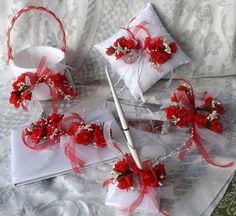 Mira este artículo en mi tienda de Etsy: https://www.etsy.com/listing/266629511/wedding-set-white-with-red-roses-6-pcs