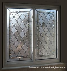 Bathroom window stained glass design 29 Ideas for 2019 Frosted Glass Window, Stained Glass Window Film, Leaded Glass Windows, Stained Glass Door, Stained Glass Designs, Stained Glass Panels, Stained Glass Patterns, Leadlight Windows, Glass Block Windows