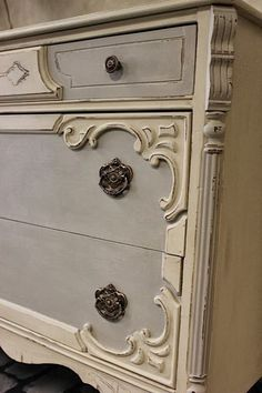 Maison Decor: Colors are French Linen/Old White Chalk Paint mix of 50/50  for the grey areas, and Old Ochre Chalk Paint for the rest of the piece.