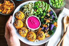 This Macrobiotic Bowl just looks and taste delish. It offers a fusion taste of Western and Japanese food well-combined together. Golden crispy sweet potato sesame balls, vibrant kale and smoked coconut bacon salad, brown rice and quinoa mix, crunchy wakame Super Super Kraut that tastes like the ocean, creamy avocado, fresh green edamame and …