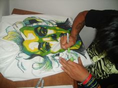 this is wickedly cool!!!  done with sharpie on a regular t-shirt!!!