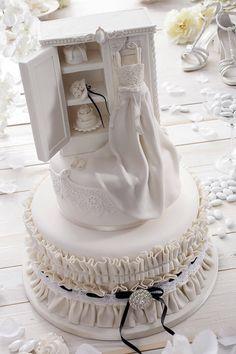 wedding cake blue pink hochzeitstorte weiss blau rosa mit hortensien foto hochzeitslicht. Black Bedroom Furniture Sets. Home Design Ideas