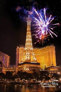 Las Vegas New Year's Eve - Fireworks over Paris on the Strip