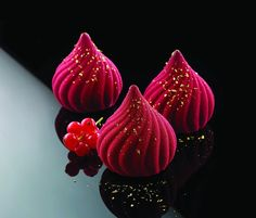 Silikomart - Silikomart professional- moule s Beaux Desserts, Fancy Desserts, Gourmet Desserts, Plated Desserts, Dessert Recipes, Patisserie Fine, French Patisserie, Elegante Desserts, Pastry Art
